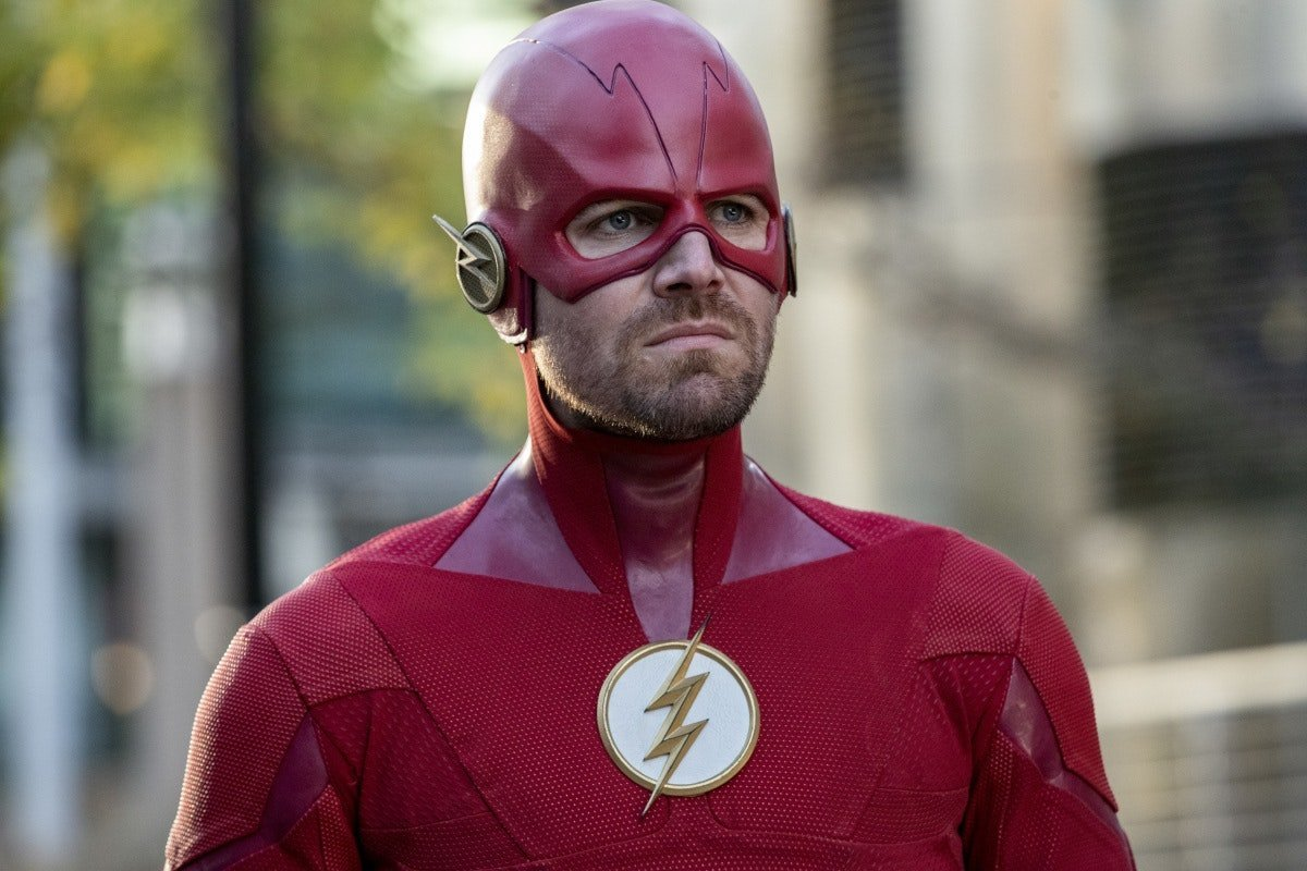 How Stephen Amell Transformed Into The Flash For The 'Elseworlds' Crossover