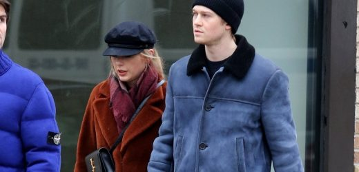 Taylor Swift's Hands-Free Bag Is Practically Perfect in Every Way For Winter