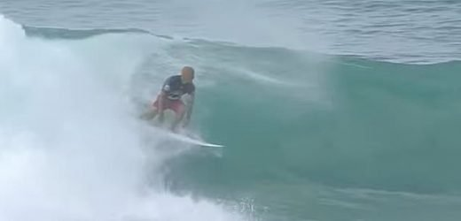 Kelly Slater manages to get back on his board mid-wave