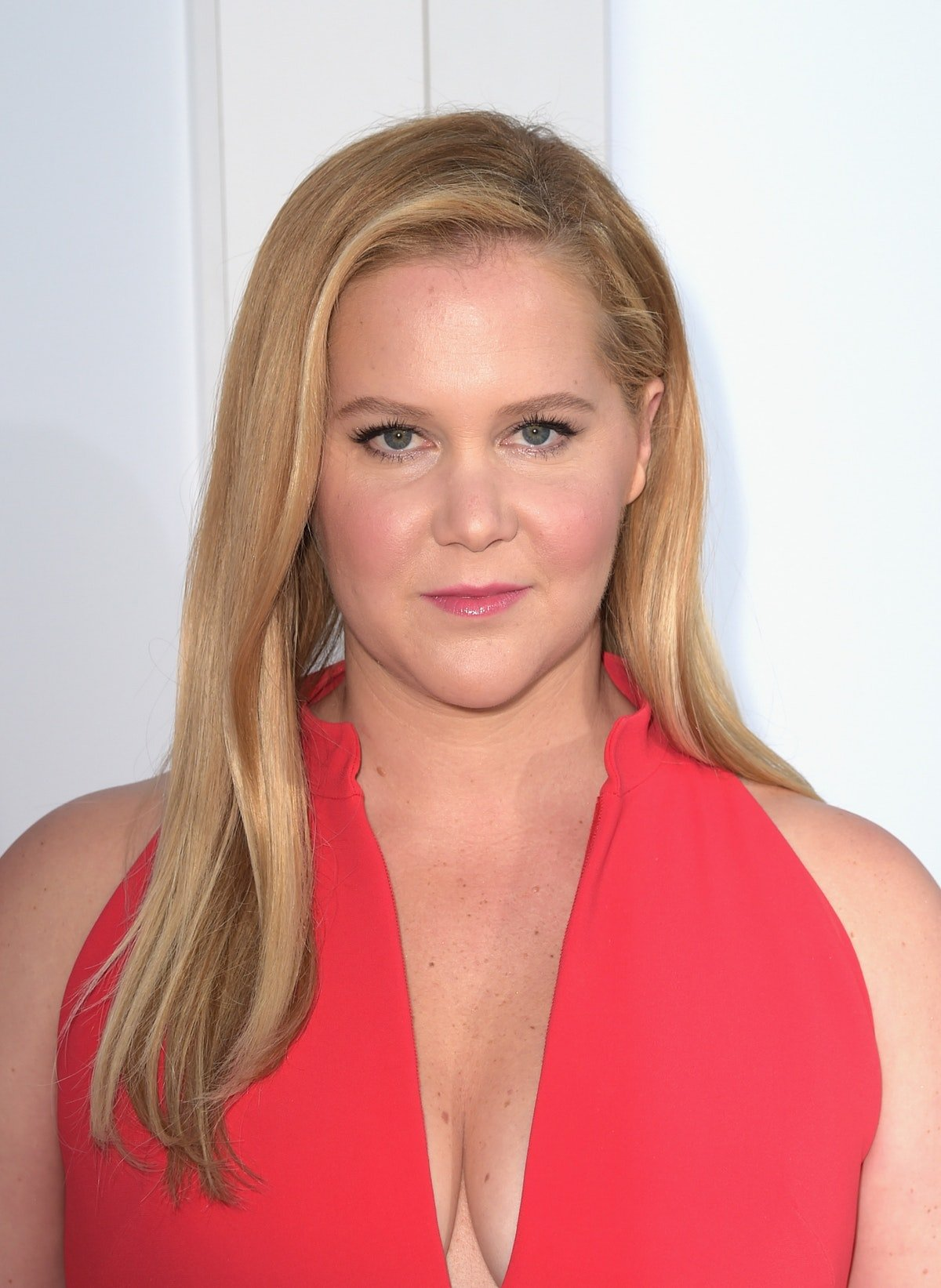 Amy Schumer Is Launching A Minimalist Clothing Line That Goes Up To Size 20