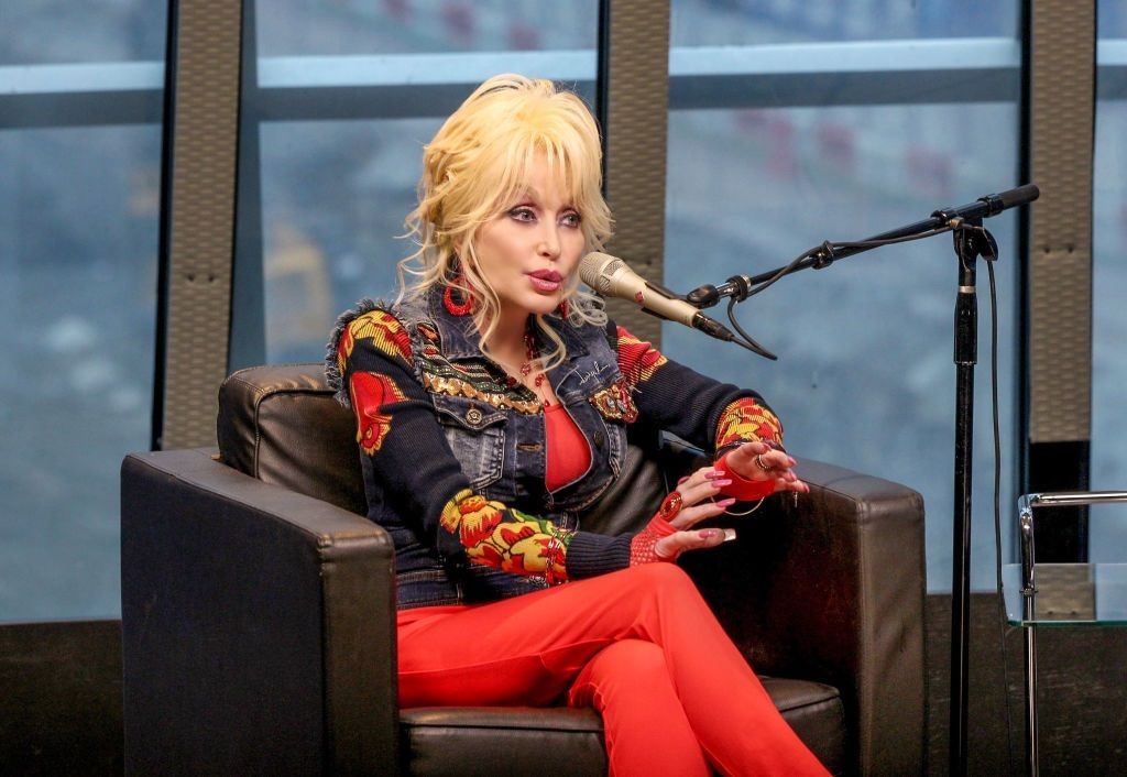 Why Is Dolly Parton Talking About 'Dumplin,' the New Netflix Movie? – The Cheat Sheet