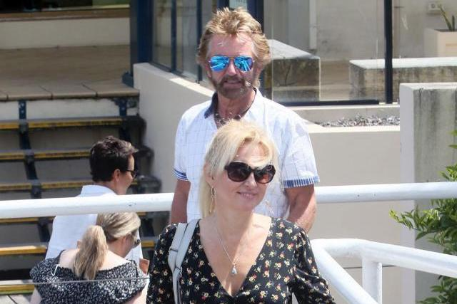 Noel Edmonds takes glam wife for a posh lunch, Dalton Harris pictured before fame and Robbie Williams gropes Mark Owen onstage