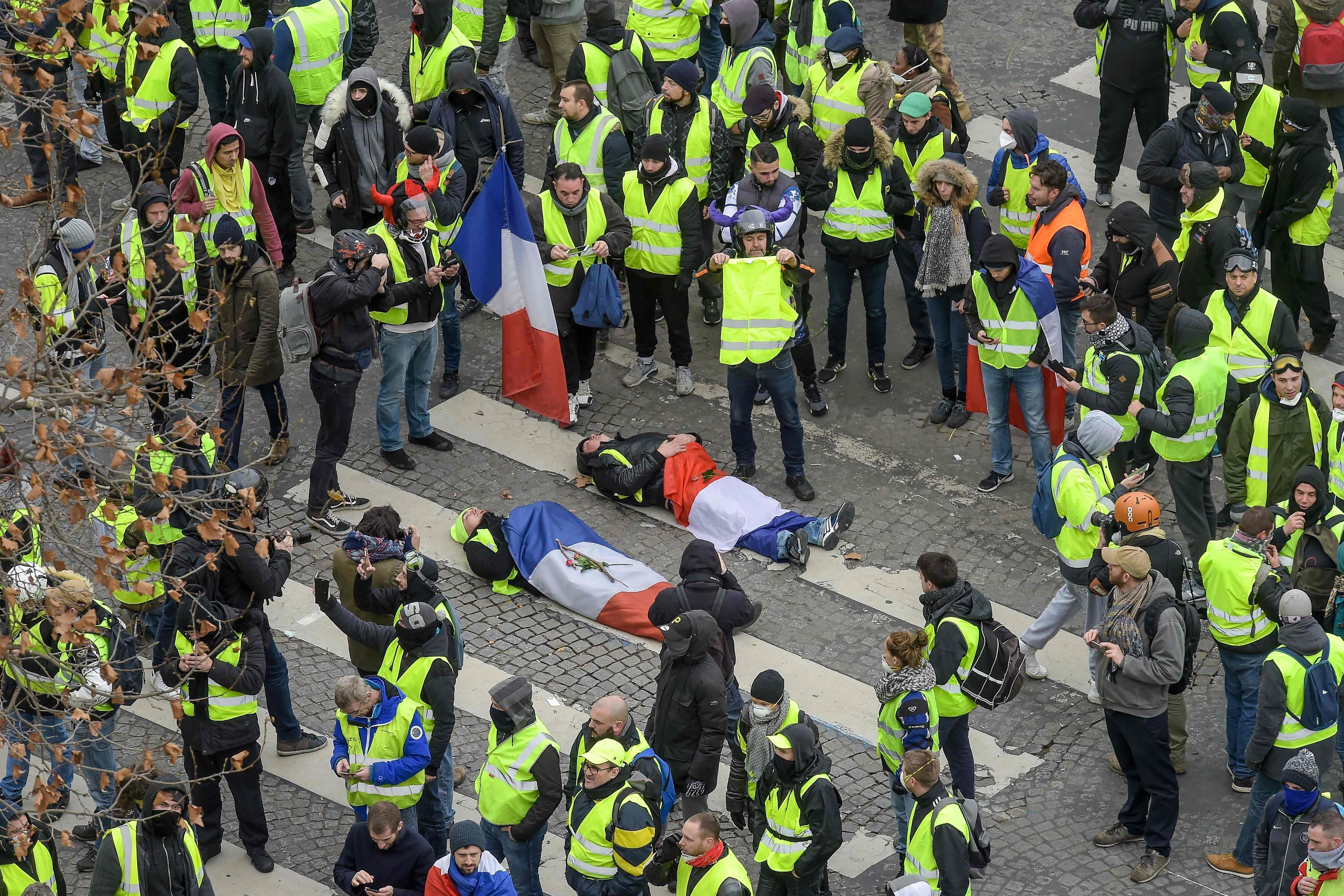 France riots 'whipped up by Russian Twitter trolls sharing fake news to inflame tensions between cops and yellow vest protesters'