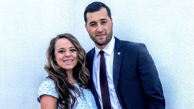 Jinger Vuolo Stuns In Sweet Family Pic With Husband & Daughter 4 Mos. After Giving Birth