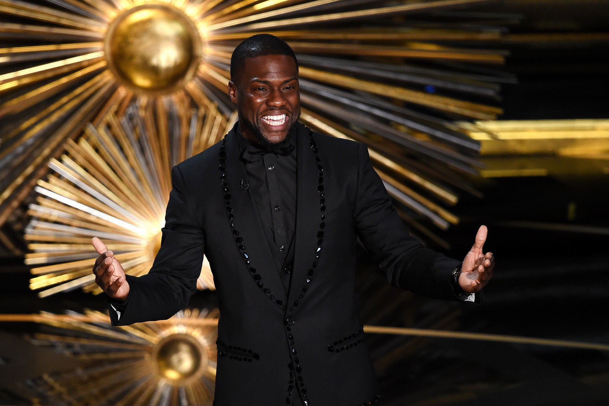 Kevin Hart officially hosting the 2019 Oscars
