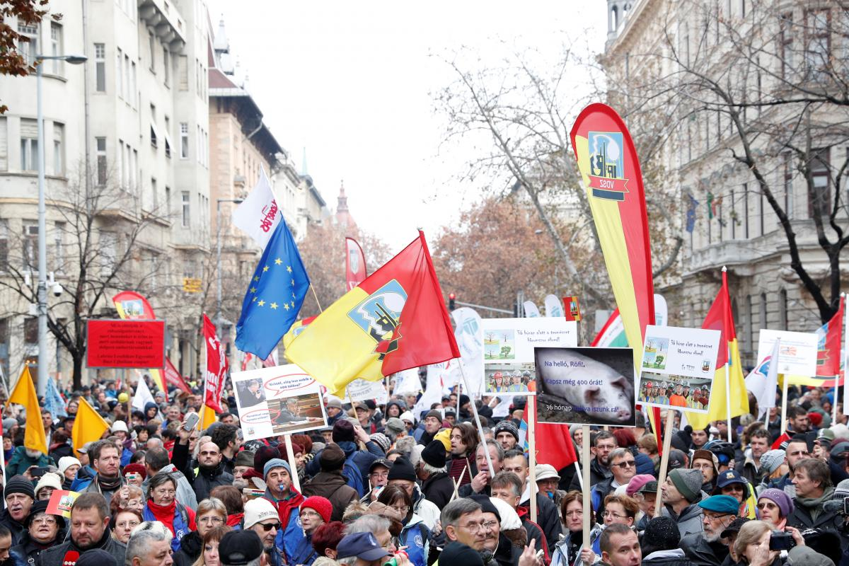 Hungarians protest against 'slave law' overtime rules