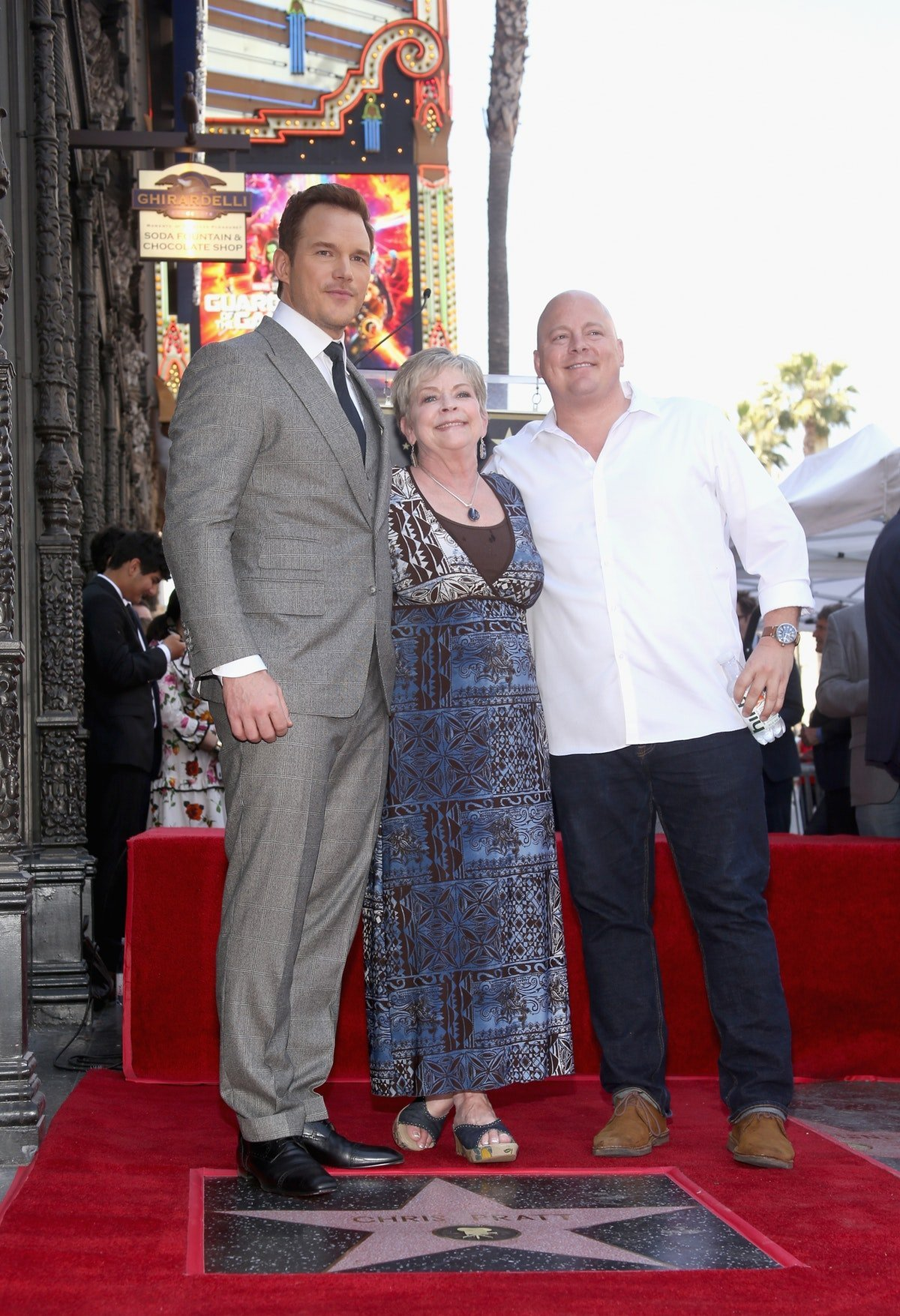 Chris Pratt & His Brother's Photo Of Their Mom Is So Cute, It Just Might #BeatTheEgg