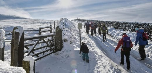 UK weather – workers and school children told to leave NOW as Britain to be hit by three inches of snow in just two hours