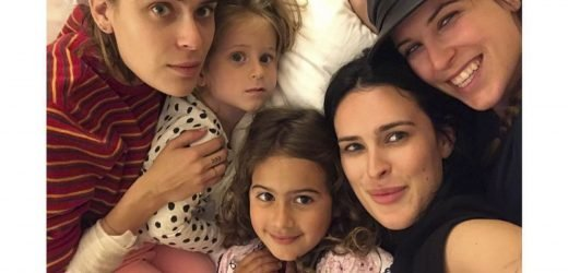 Rumer Willis Shares Photo of Dad Bruce Willis' 5 Daughters, Ages 4 to 30, All Together on NYE