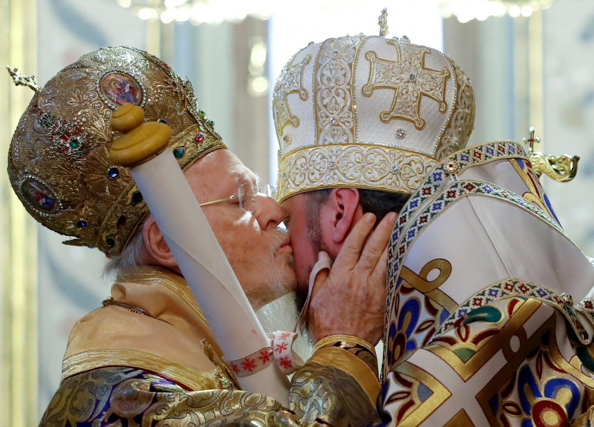Ecumenical Patriarch hands over decree, sealing Ukraine church independence