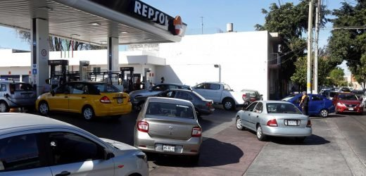 Mexico offensive against fuel theft leaves motorists stranded