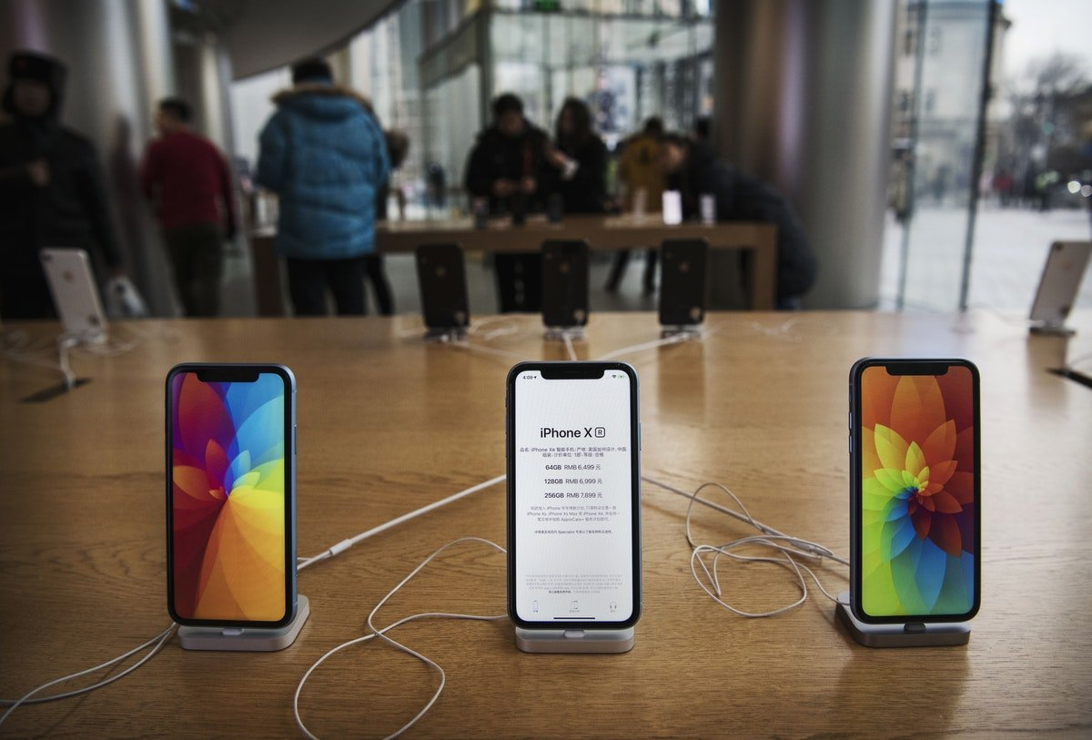The Next Round Of iPhones Will Probably Still Use Lightning Ports