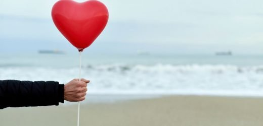 """Headspace's """"Reframing Loneliness"""" Course Is A Valentine's Day Treat If You're Feeling Blue"""