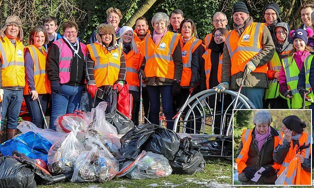Bill Gates praises The Mail's Great British Spring Clean volunteers
