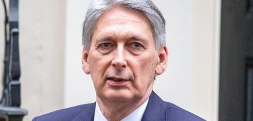 Hammond's Brexit fears as economic growth fails
