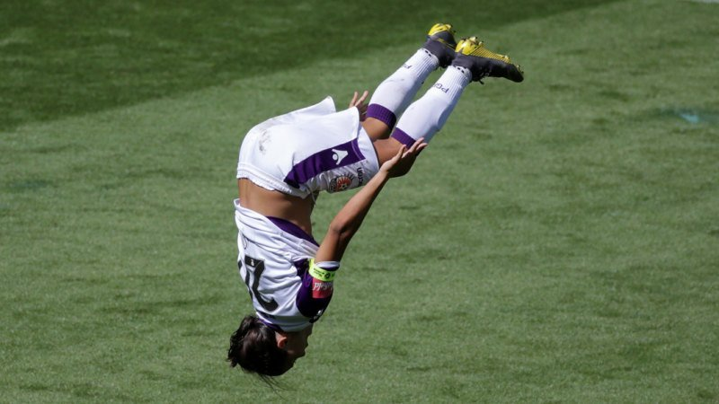 Sam Kerr's hat trick ends Victory dream, puts Glory into grand final