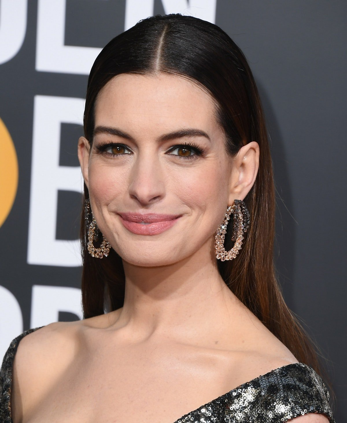 Anne Hathaway Borrowed This Royal Parenting Tip From Prince William & Kate