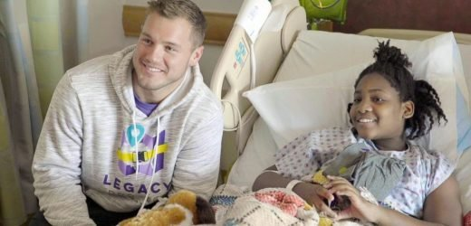 'Bachelor' Colton Underwood visits patients at a children's hospital