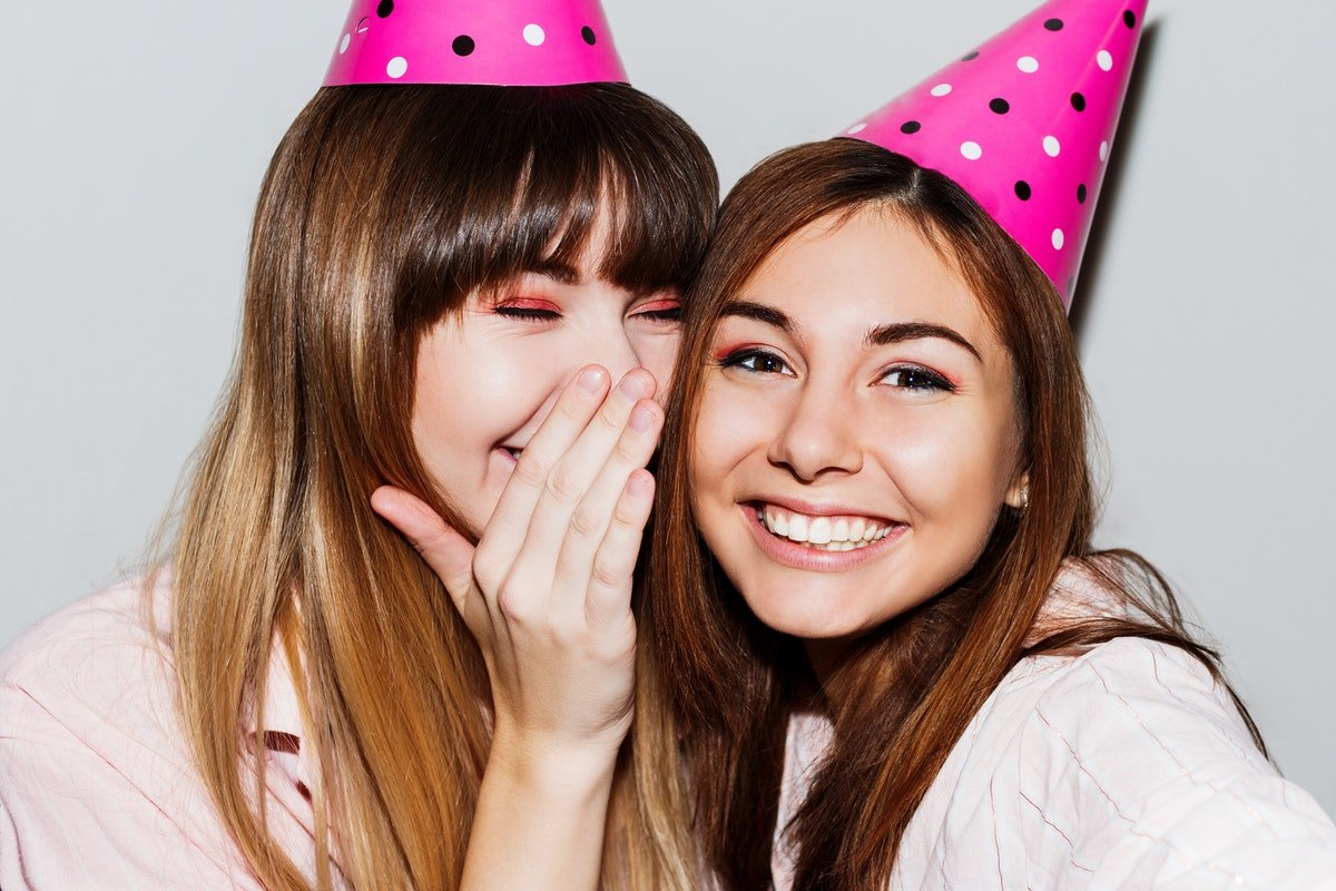 21 Birthday Wishes For Your Best Friend That Are Clever & Worthy Of A B-Day Queen