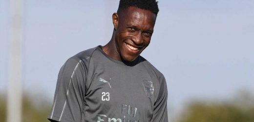 Arsenal consider giving Welbeck new deal amid interest from West Ham, Newcastle and Everton