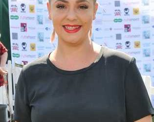 Lisa Armstrong reveals new look in first red carpet since Ant McPartlin split