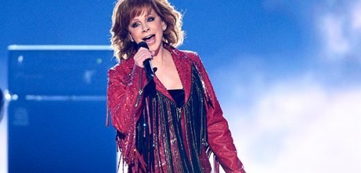 Reba McEntire Lifts Audience To Its Feet With Empowering Performance Of 'Freedom' At ACM Awards