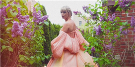Taylor Swift Looks Like a Disney Princess in Her Pink J. Mendel Gown