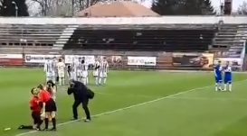 Romanian linesman proposes to fellow assistant ref on the pitch… and she said YES