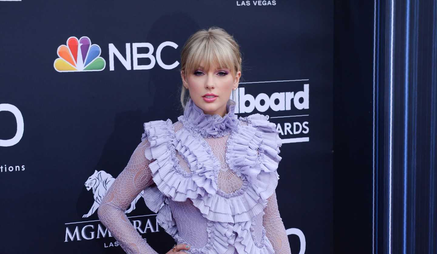 Taylor Swift performs 'ME!' live, answers fan questions at the Billboard Music Awards