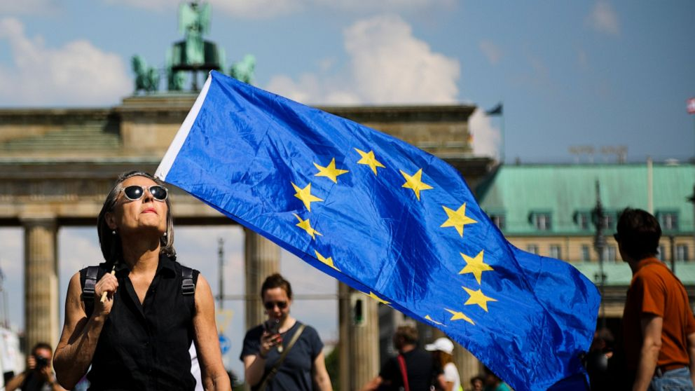 Tens of thousands rally against nationalism before EU votes