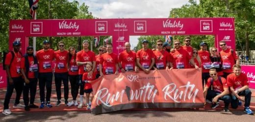 England players join Andrew Strauss for Ruth Strauss Foundation Family Mile