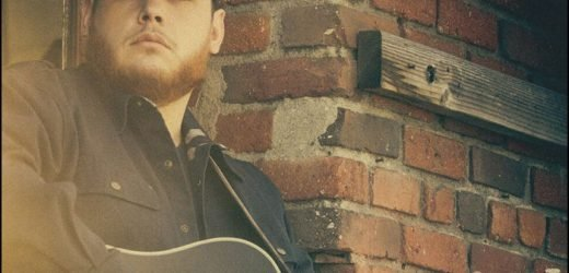 Luke Combs Covers 'Ramblin' Man' Backstage At The Tonight Show