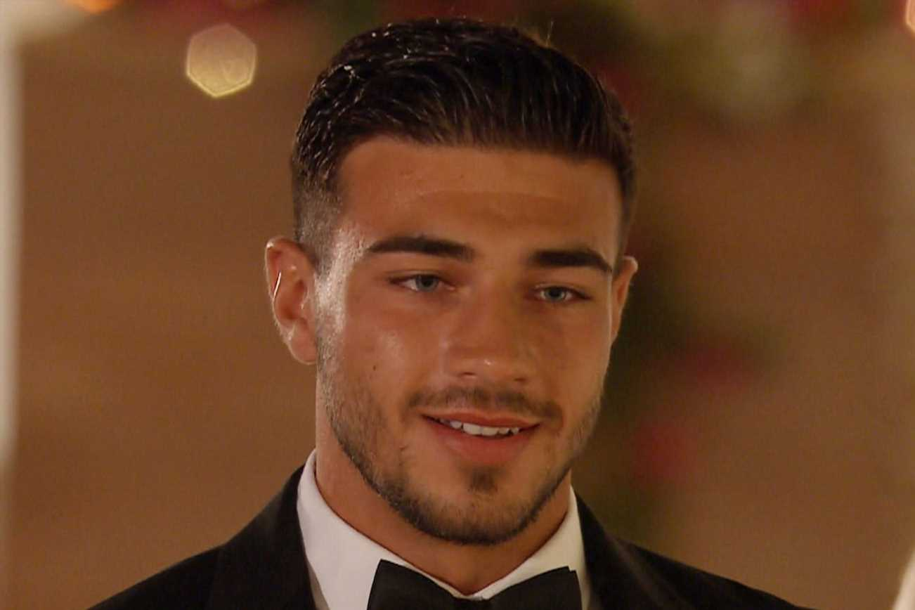 "Tommy Fury caught ""lying"" during declaration of love to Molly-Mae on Love Island"