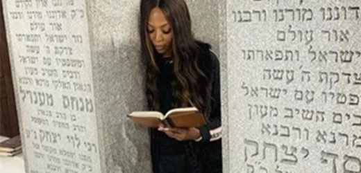 Naomi Campbell prays at Lubavitcher Rebbe's grave: I have 'learned so much from his wisdom'