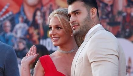 Britney Spears attends first premiere with boyfriend Sam Asghari
