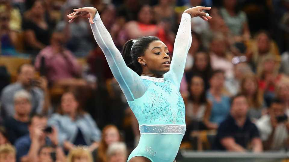 Simone Biles extends six-year win streak with all-around victory at U.S. Classic