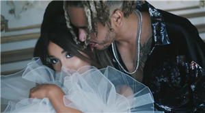 """Ariana Grande & Mikey Foster's Body Language In The """"Boyfriend"""" Music Video Is Sweet"""