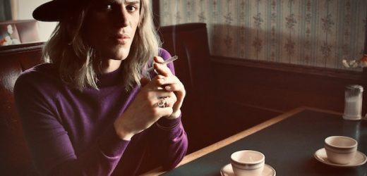 See Johnny Flynn as David Bowie in First Look at Unauthorized Biopic 'Stardust'