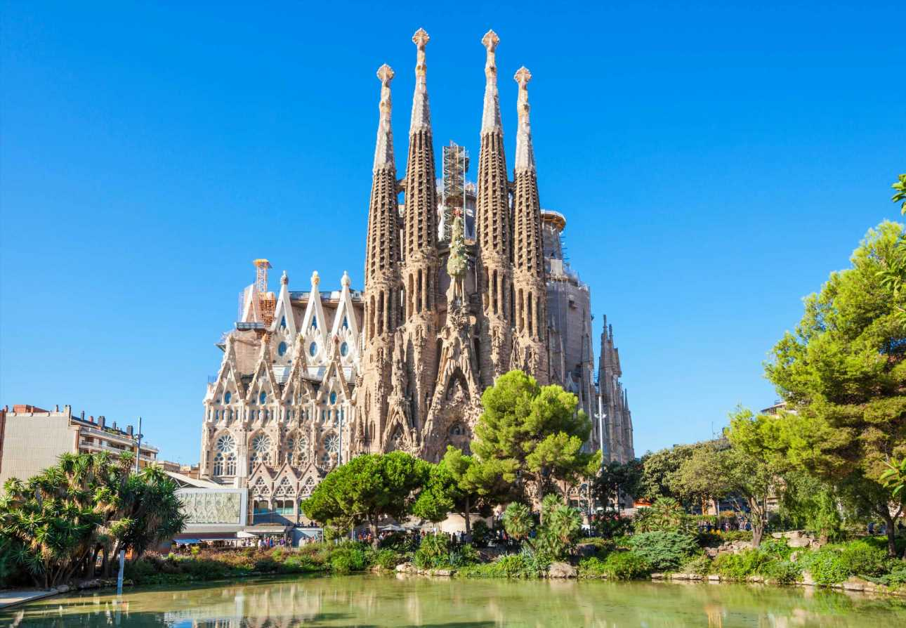 Barcelona tourist warning as city declares 'security crisis' after seven violent deaths in 40 days – The Sun