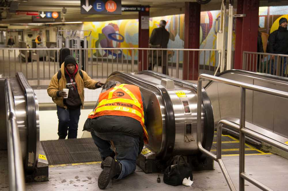 MTA falling behind on 'particularly troubling' station repairs: DiNapoli