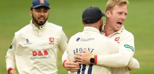 Essex on top against Somerset in County Championship title decider before rain arrives
