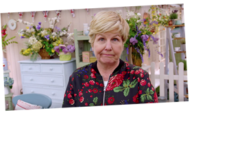 How tall is Sandi Toksvig, is she married and what other shows does the Bake Off presenter host?