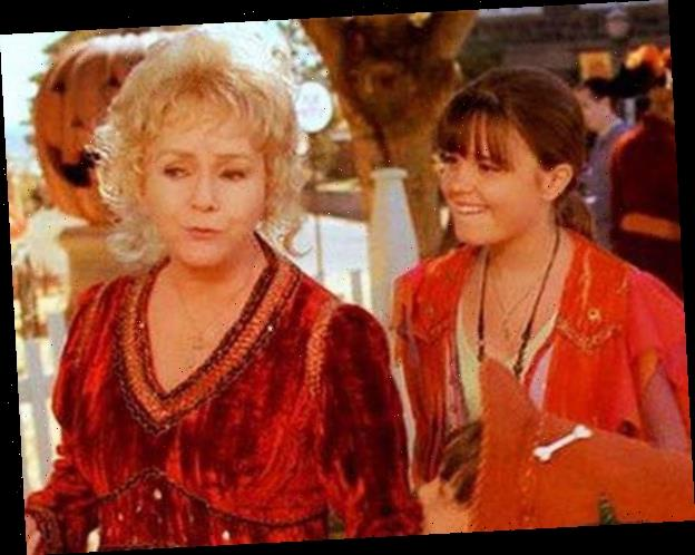 15 Spooky Secrets About the Halloweentown Franchise Revealed