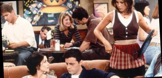 The internet can't cope with this wholesome photo of the Friends cast hanging out
