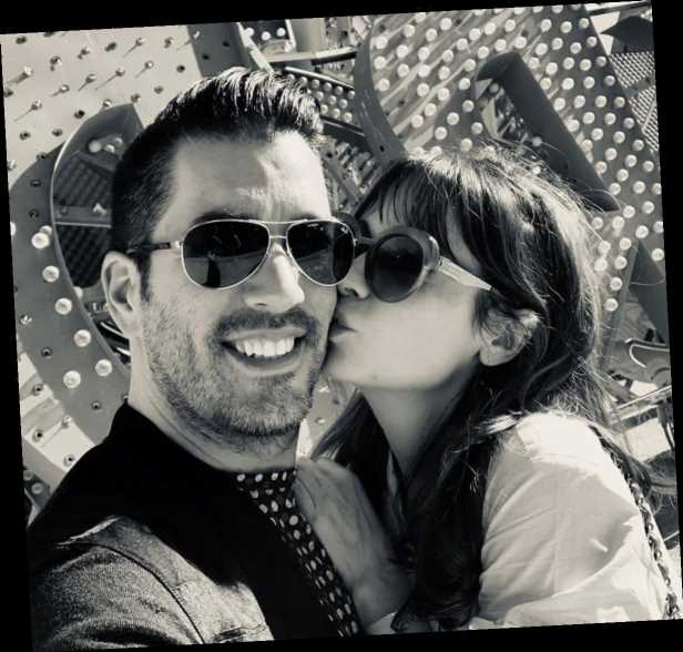 Jonathan Scott and Zooey Deschanel Have a 'Perfect Date Night' in Las Vegas