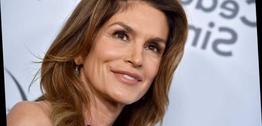 Cindy Crawford shares epic 'girl power' throwback with Jennifer Aniston, Carrie Fisher