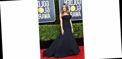 Jennifer Aniston's Golden Globes Gown Is Sleek, Simple, and Devastatingly Sexy