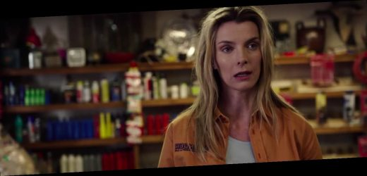"""'The Hunt' Trailer: Betty Gilpin Beats the """"Elites"""" at Their Own Game"""