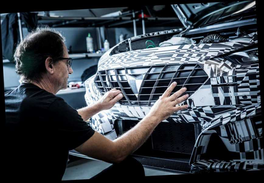 Car engineers use high-tech 3D PRINTER to make engine parts for new Seat Leon