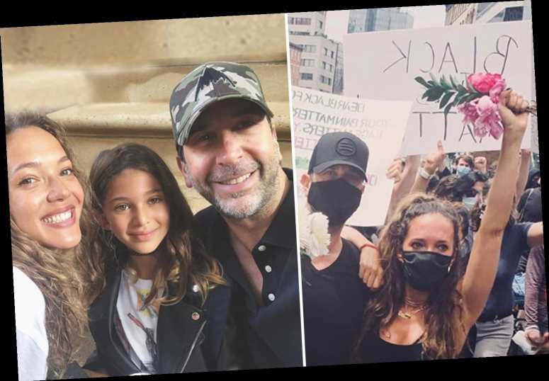 Friends' David Schwimmer cozies up to ex-wife Zoe Buckman at NYC protest 'to demand a better future for our children' – The Sun